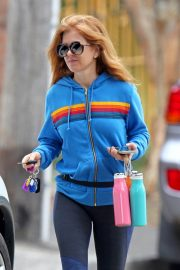 Isla Fisher with her husband Sacha Baron Cohen Out for Breakfast in Sydney 11/24/2020 12