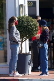 Jennifer Garner Out and About in Brentwood 11/22/2020 3