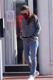 Jennifer Garner Out and About in Brentwood 11/22/2020 5