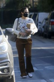 Jennifer Garner seen in Brown Pants Out and About in Brentwood 12/03/2020 1