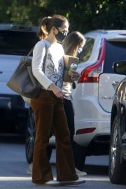 Jennifer Garner seen in Brown Pants Out and About in Brentwood 12/03/2020 2