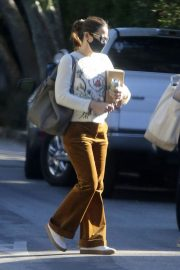 Jennifer Garner seen in Brown Pants Out and About in Brentwood 12/03/2020 3