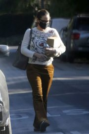 Jennifer Garner seen in Brown Pants Out and About in Brentwood 12/03/2020 4