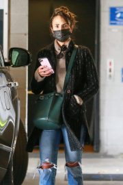 Jordana Brewster seen in Ripped Jeans Leaves a Vet Clinic in Westwood 11/25/2020 1
