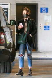 Jordana Brewster seen in Ripped Jeans Leaves a Vet Clinic in Westwood 11/25/2020 12