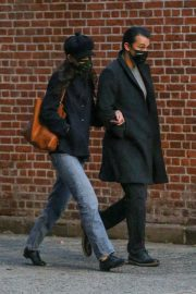 Katie Holmes and Emilio Vitolo Jr Out Shopping Flowers in New York 11/25/2020 7