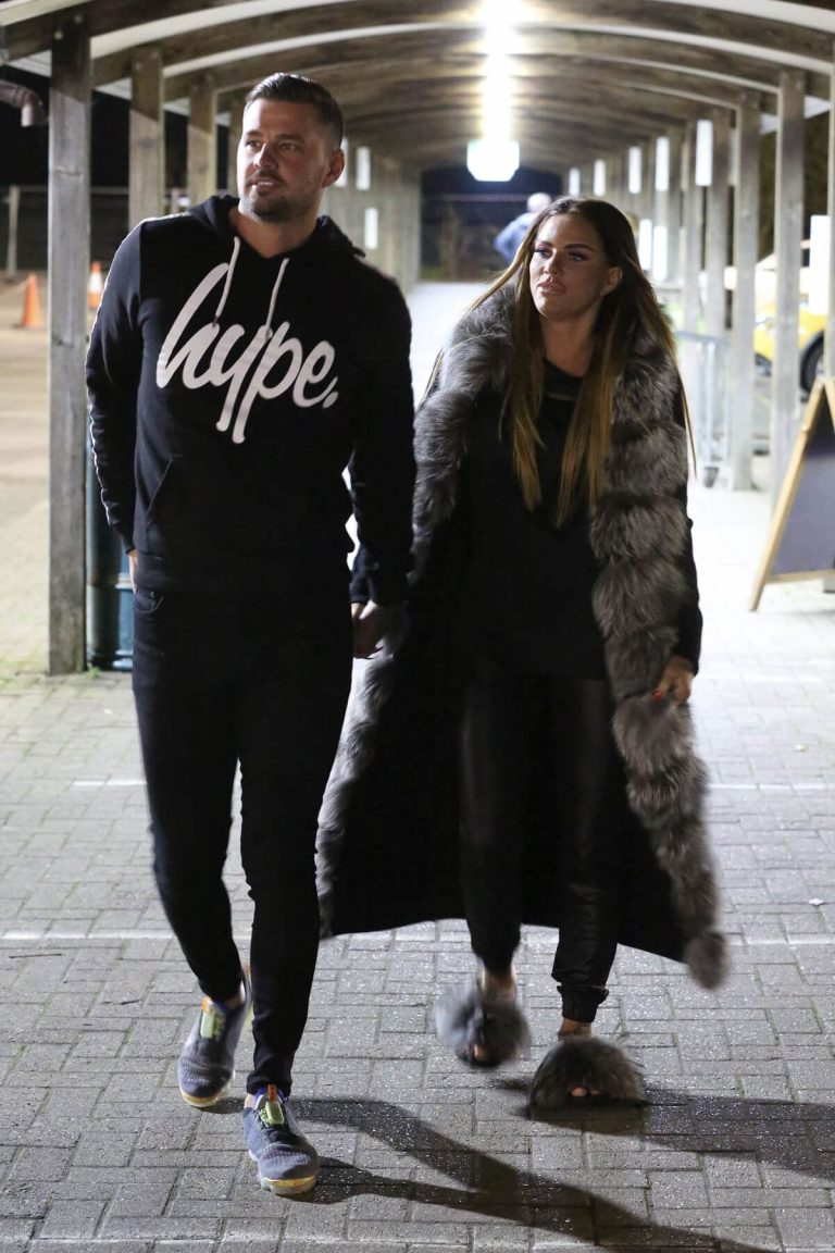 Katie Price with her friends Out Shopping in Hertfordshire 11/24/2020 4