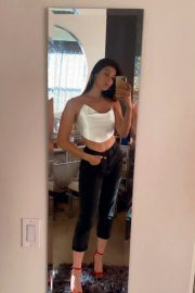 Kira Kosarin flashes her abs in Beautiful Outfit Photos 12/04/2020 3