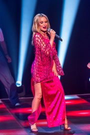 Kylie Minogue Performs at Jonathon Ross Show in London 12/03/2020 4