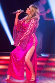 Kylie Minogue Performs at Jonathon Ross Show in London 12/03/2020 6