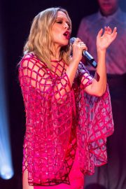 Kylie Minogue Performs at Jonathon Ross Show in London 12/03/2020 8