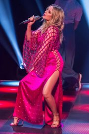 Kylie Minogue Performs at Jonathon Ross Show in London 12/03/2020 12