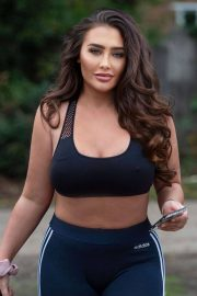 Lauren Goodger in a Crop Top and Leggings Out in Chigwell, England 11/24/2020 9