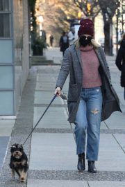Lili Reinhart Out with Her Dog in Vancouver 12/05/2020 2