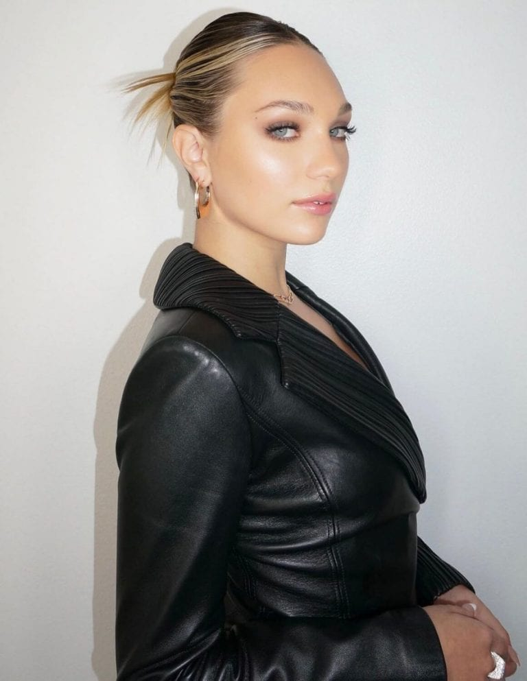 Maddie Ziegler in Black Outfit Portraits Photos 12/04/2020 2