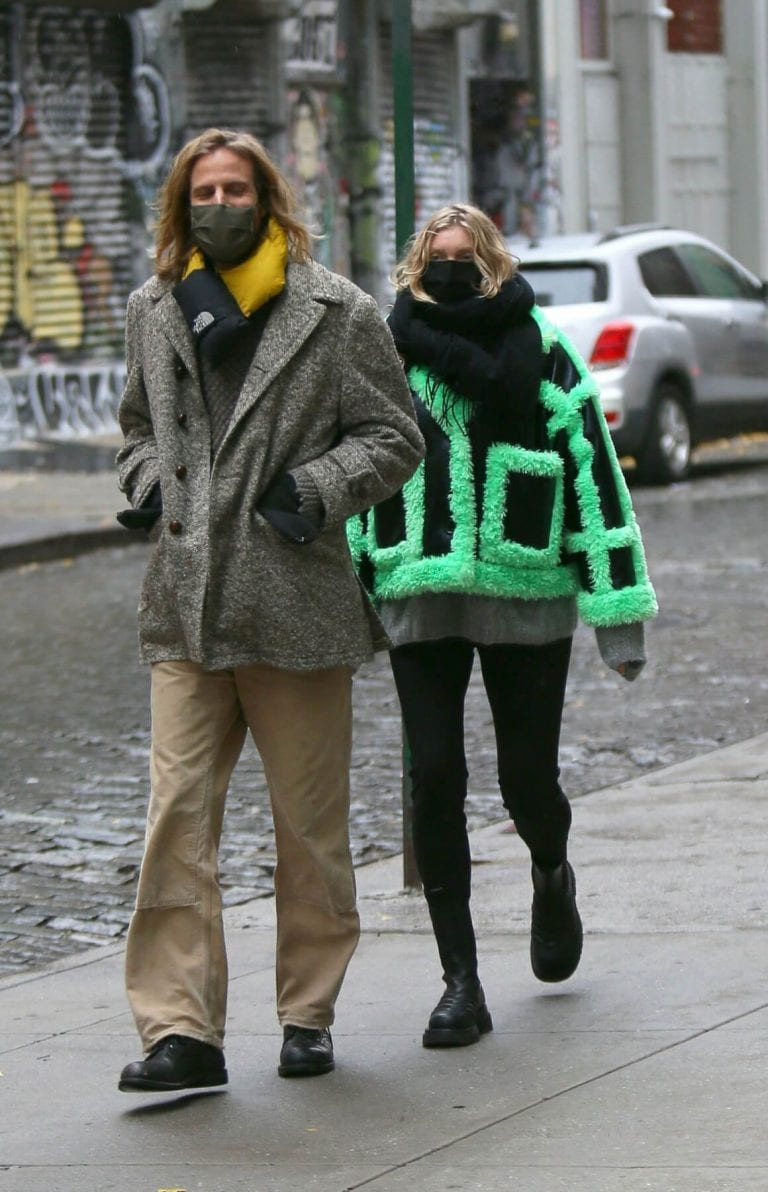 Pregnant Elsa Hosk and Tom Daly Out in New York 12/04/2020 5