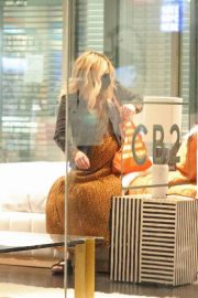 Pregnant Emma Roberts Out for Furniture Shopping in Los Angeles 11/24/2020 6