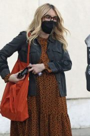 Pregnant Emma Roberts Out for Furniture Shopping in Los Angeles 11/24/2020 7