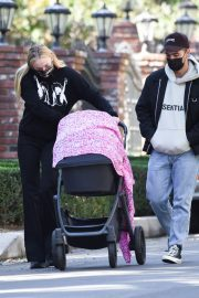 Sophie Turner and Joe Jonas Out with Their Daughter Willa Jonas in Los Angeles 11/24/2020 8