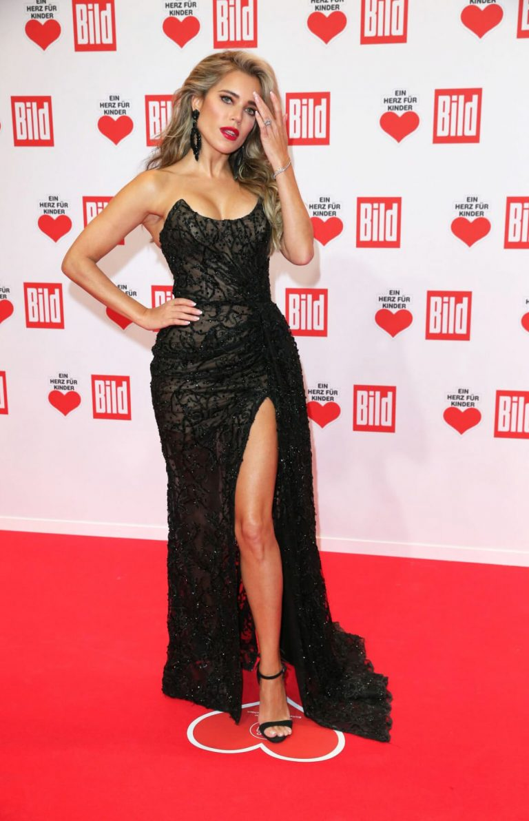 Sylvie Meis flashes her legs at A Heart for Children's Gala 12/05/2020 2