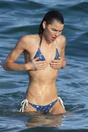 Tahnee Atkinson and Bambi Northwood-Blyth in Bikini at Bronte Beach 11/24/2020 9