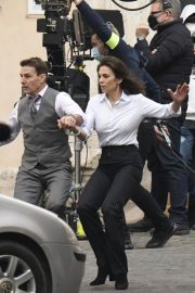 Tom Cruise and Hayley Atwell on the Set of Mission Impossible 7 in Rome 11/24/2020 8