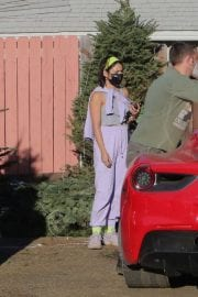 Vanessa Hudgens and GG Magree Shopping for a Christmas Tree in Los Angeles 12/05/2020 4