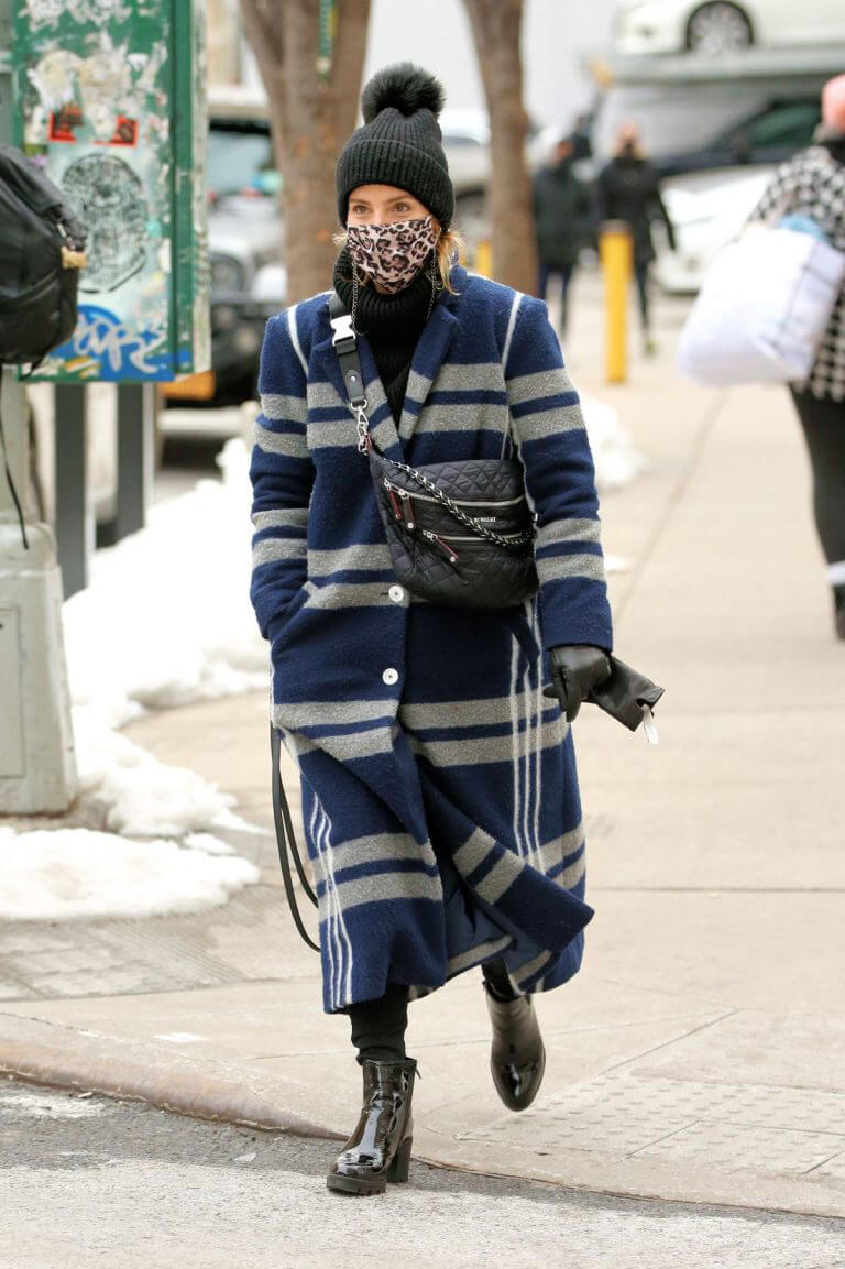 Dianna Agron Wearing in Extra Over Coat with Printed Mask Out in New York 02/10/2021 2