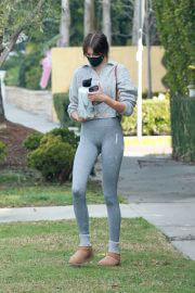 Kaia Gerber Leaves a Pilates Class in a Grey Tights Out in Los Angeles 02/11/2021 6