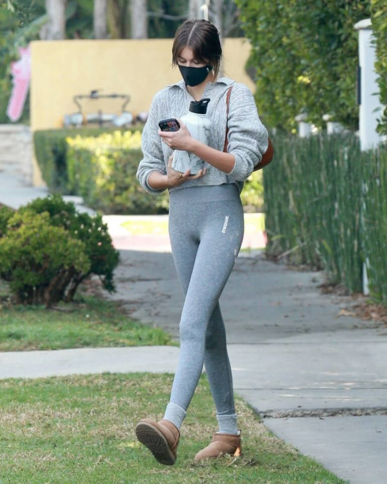 Kaia Gerber Leaves a Pilates Class in a Grey Tights Out in Los Angeles 02/11/2021 7