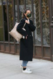 Katie Holmes in a Face Mask and Long Coat Out and About in New York 02/10/2021 3