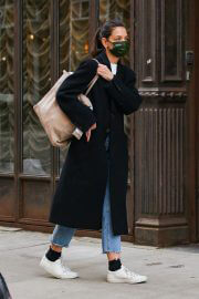 Katie Holmes in a Face Mask and Long Coat Out and About in New York 02/10/2021 6