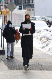 Katie Holmes in Black Over Coat Out for Lunch in New York 02/11/2021 4