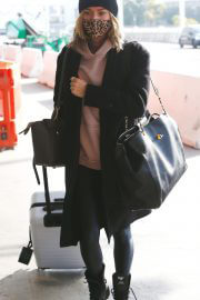 Kristin Cavallari in a Leopard Print Face Mask at LAX Airport in Los Angeles 02/11/2021 2