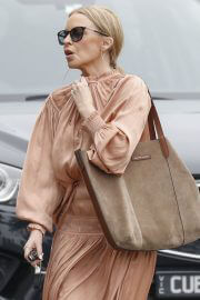 Kylie Minogue Walks with her friends Out in Victoria 02/12/2021 5
