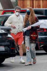 Anna Osceola with Boyfriend Jon Hamm in Casual Look Out for Shopping at Gelson's in Los Feliz 03/12/2021 2