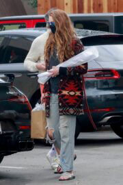 Anna Osceola with Boyfriend Jon Hamm in Casual Look Out for Shopping at Gelson's in Los Feliz 03/12/2021 3