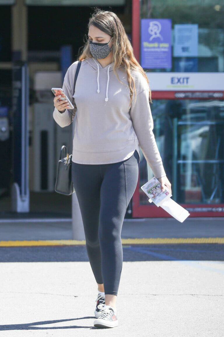 April Love Geary Looks Effortlessly Chic in Hoodie with Jeggings as She is Shopping at Ross in Los Angeles 03/12/2021 7