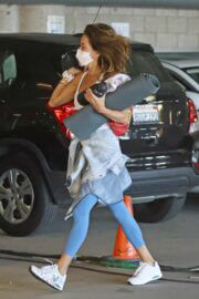 Brooke Burke Shows Off Her Arms At Workout Class in Malibu 02/24/2021 7