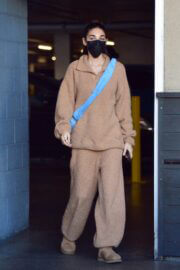 Chantel Jeffries Spotted at Erewhon Market in Los Angeles 03/12/2021 5