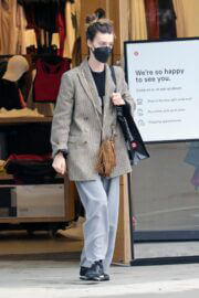 Daisy Edgar-Jones wears Check Blazer while Out for Shopping in Vancouver 03/14/2021 4