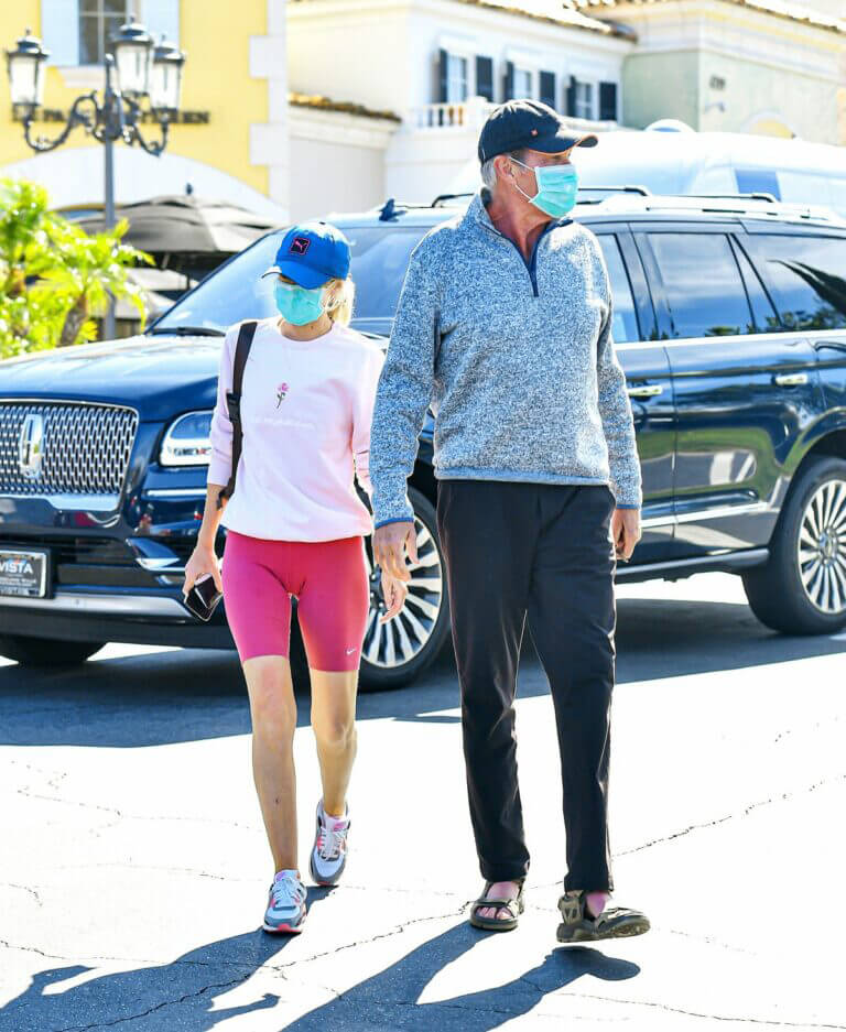 Hayley Roberts and David Hasselhoff Seen at Le Pain Quotidien in Calabasas 03/20/2021 1