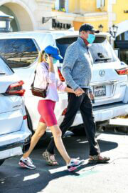 Hayley Roberts and David Hasselhoff Seen at Le Pain Quotidien in Calabasas 03/20/2021 6