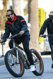 Heather Milligan and Arnold Schwarzenegger Day Out Riding Bikes in Santa Monica 03/13/2021 6