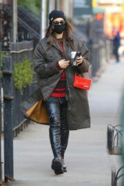 Irina Shayk Wearing Mask as She Steps Out in New York 03/10/2021 2