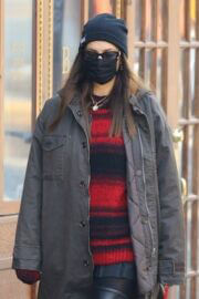 Irina Shayk Wearing Mask as She Steps Out in New York 03/10/2021 3