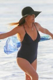 Jane Seymour in a Black Swimsuit Enjoys at a Beach in Hawaii 03/11/2021 2