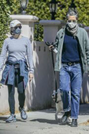 Jodie Foster and Alexandra Hedison Day Out with Their Dog in Santa Monica 03/23/2021 6