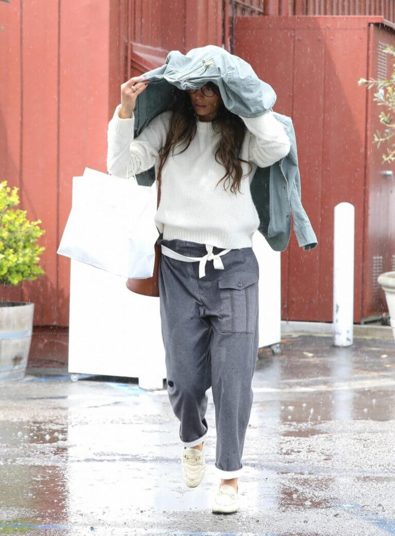 Jordana Brewster in Comfy Outfit Out For Shopping in Brentwood 03/10/2021 2