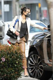 Jordana Brewster Spotted during Shopping on Rodeo Dr. in Beverly Hills 03/14/2021 5